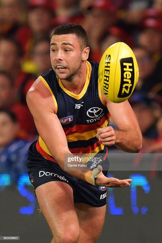 AFL Rd 6 - Adelaide v Gold Coast : News Photo