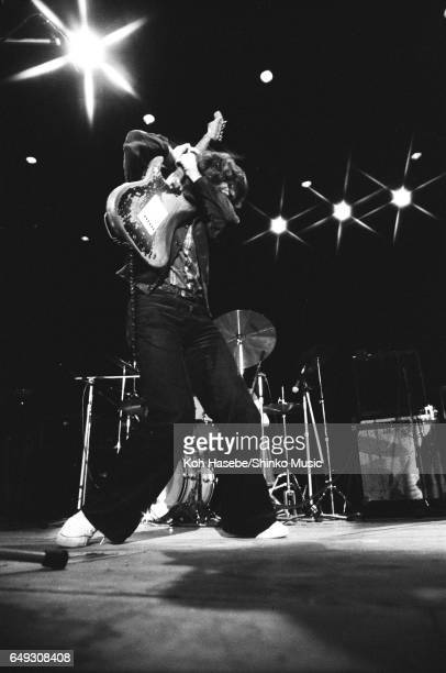 Les Poses Improbables de Rory - Page 14 Rory-gallagher-live-at-shibuya-kokaido-january-26th-1975-picture-id649308408?s=612x612