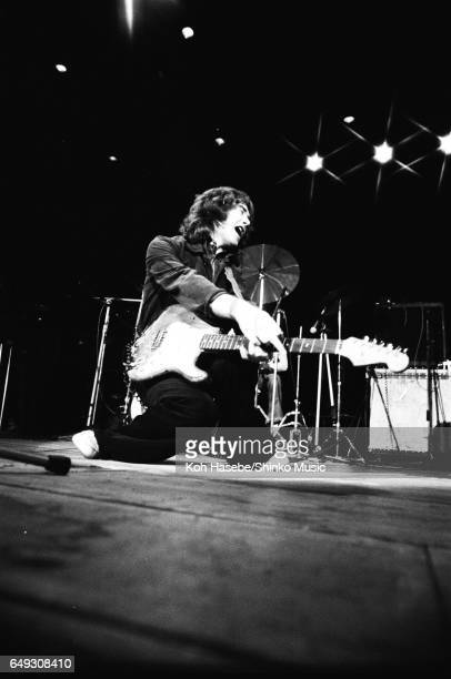 Les Poses Improbables de Rory - Page 13 Rory-gallagher-live-at-shibuya-kokaido-january-26th-1975-picture-id649308410?s=612x612