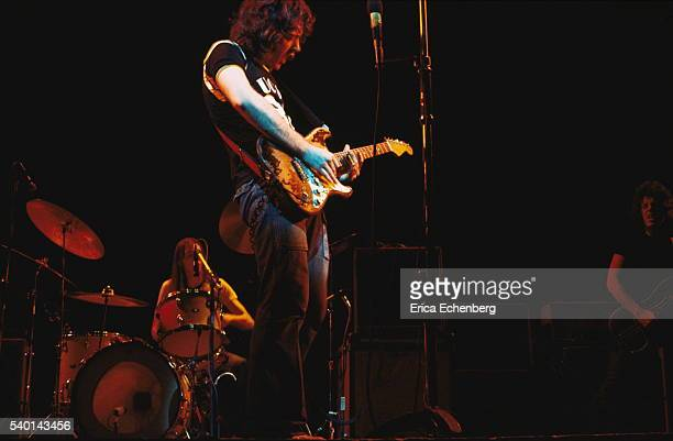 Rory Gallagher Band Mk 2 (1972-1978) - le quartette - Page 5 Rory-gallagher-performs-on-stage-at-reading-festival-united-kingdom-picture-id540143456?s=612x612