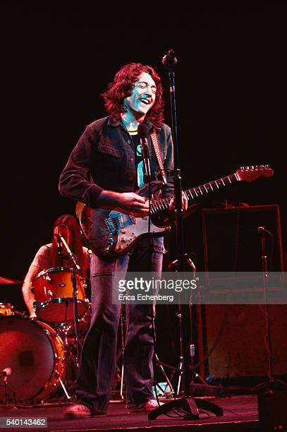 Photos en vrac - Page 10 Rory-gallagher-performs-on-stage-at-reading-festival-united-kingdom-picture-id540143462?s=612x612