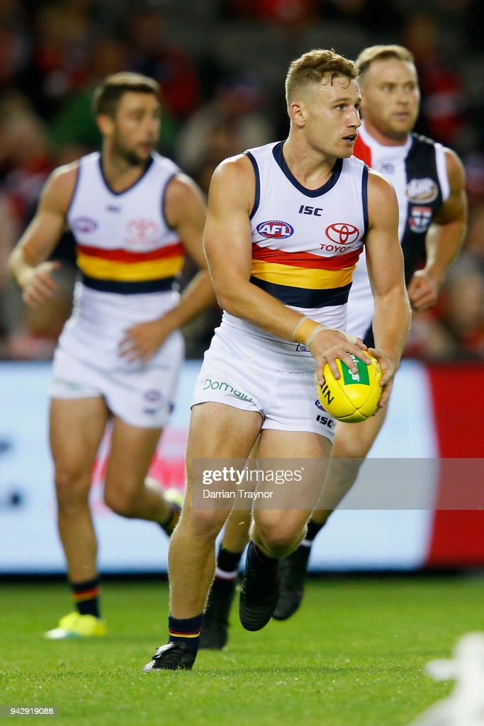 AFL Rd 3 - St Kilda v Adelaide : News Photo