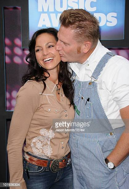 Rory Lee Feek and Joey Martin Feek of Joey + Rory attend the 2010 CMT Music Awards at the Bridgestone Arena on June 9, 2010 in Nashville, Tennessee.