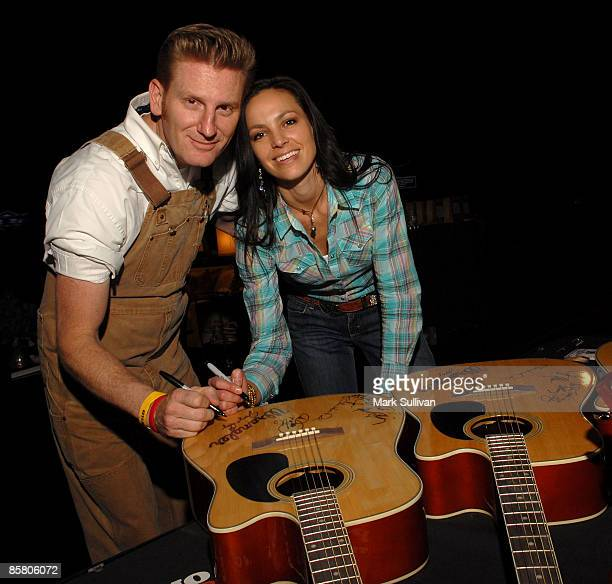 Rory Lee Feek and Joey Martin Feek of Joey & Rory pose at the Backstage Creations during the 2009 Academy of Country Music Awards Day 1 on April 4,...