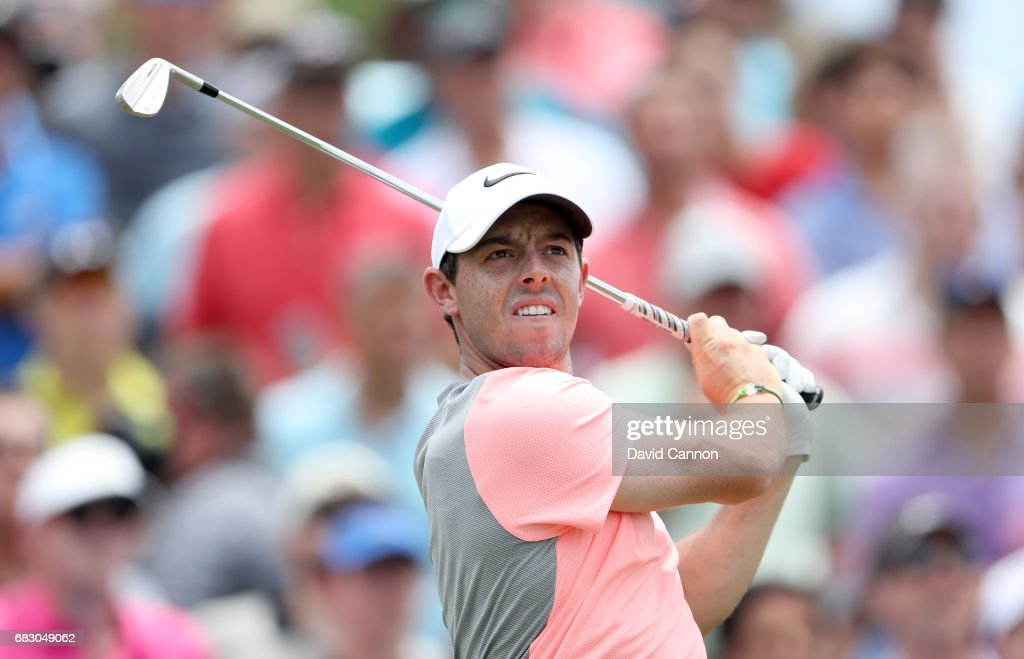 Rory McIlory of Northern Ireland plays his tee shot on the par 3, third hole during the final round of the THE PLAYERS Championship on the Stadium Course at TPC Sawgrass on May 14, 2017 in Ponte Vedra Beach, Florida.