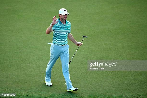 Rory McIlroy of Northern Ireland ackowledges the crowd on the 18th green during the second round of the DP World Tour Championship at Jumeirah Golf...