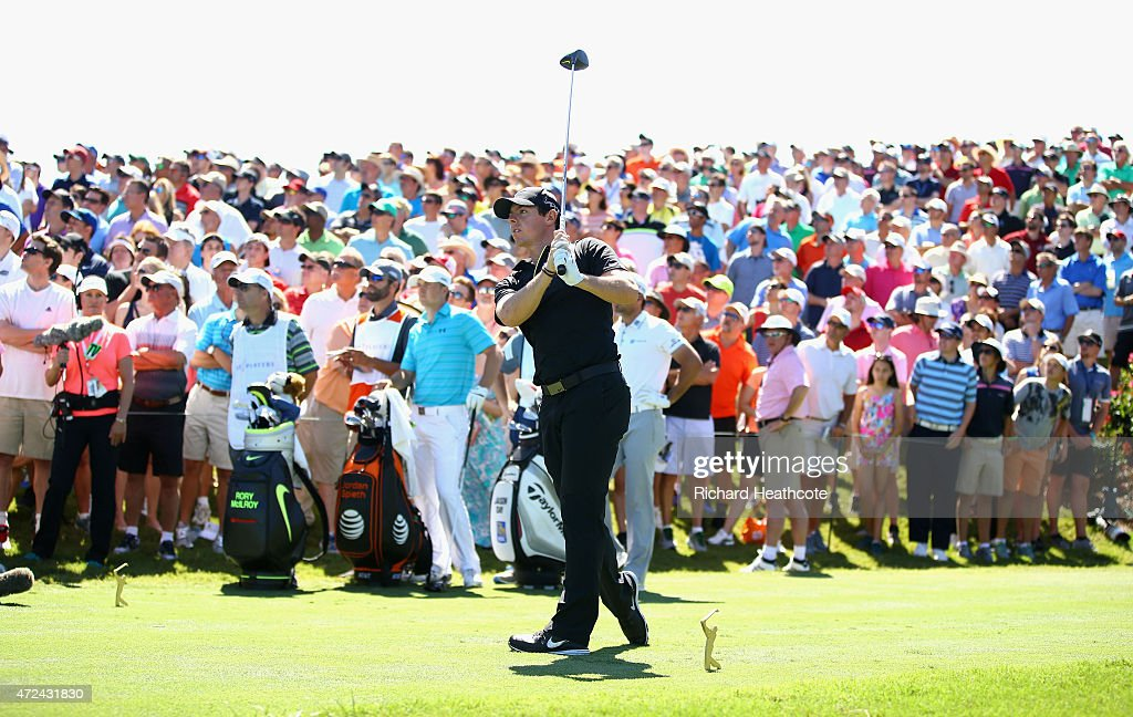 Rory McIlroy of Northern Ireland plays his shot from the 18th tee during round one of THE PLAYERS Championship at the TPC Sawgrass Stadium course on May 7, 2015 in Ponte Vedra Beach, Florida.