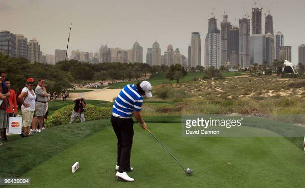 Rory McIlroy of Northern Ireland plays his tee shot at the 8th hole during the second round of the 2010 Omega Dubai Desert Classic on the Majilis...