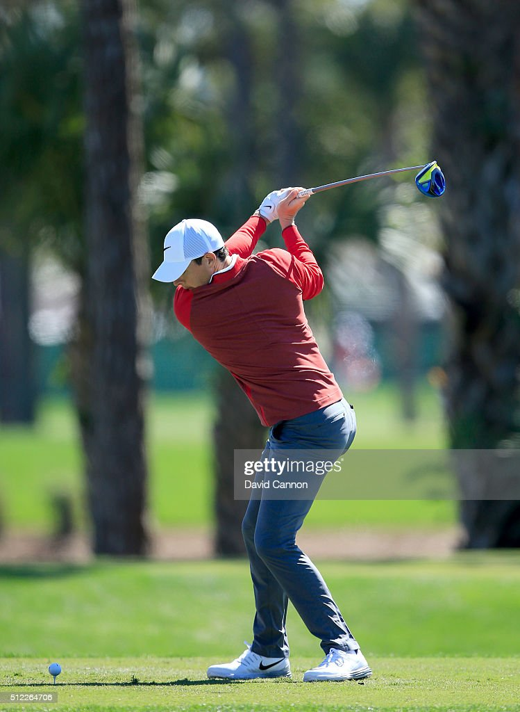 Rory McIlroy of Northern Ireland plays his tee shot at the par 4, second hole during the first round of the 2016 Honda Classic held on the PGA National Course at the PGA National Resort and Spa on February 25, 2016 in Palm Beach Gardens, Florida.