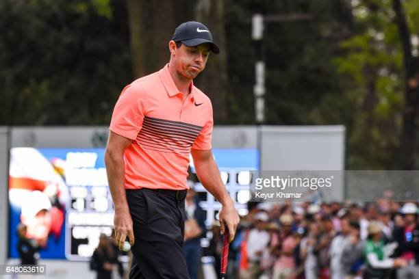 Rory McIlroy of Northern Ireland reacts to missing his putt on the 18th hole green during the third round of the World Golf ChampionshipsMexico...