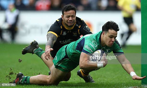 Rory Parata of Connacht dives over for a try despite the challenge from Alapati Leiua during the European Champions Cup match between Wasps and...