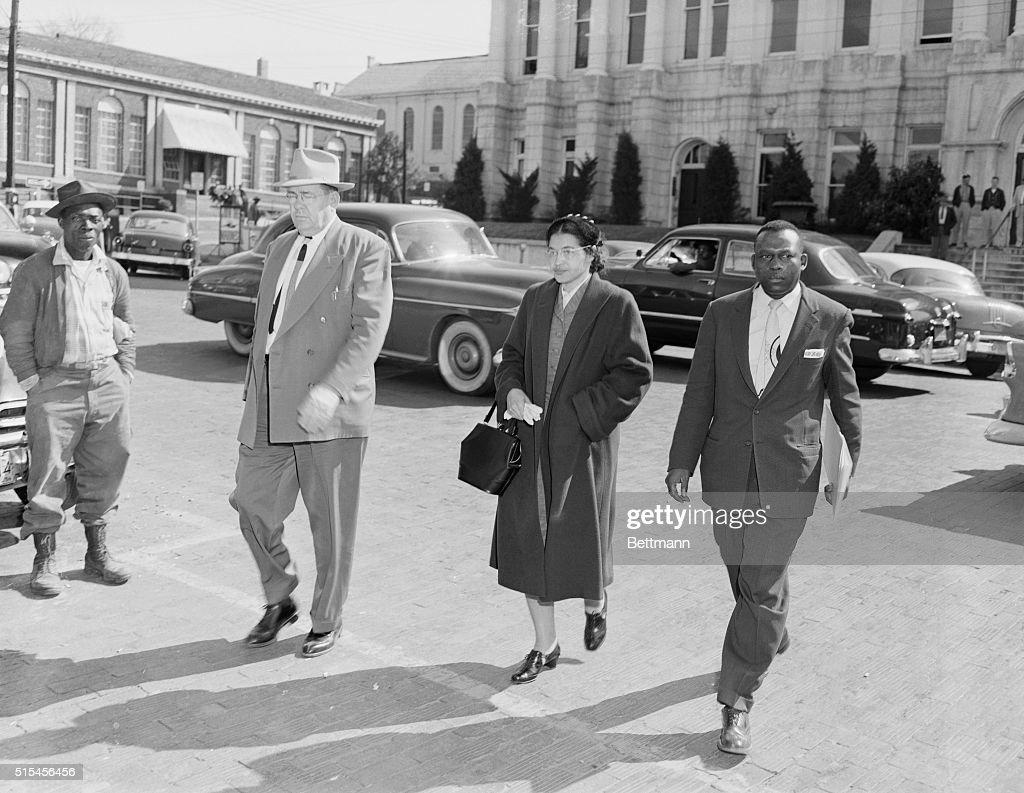 Rosa Parks Walking to Jail : News Photo
