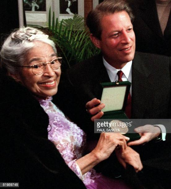 Rosa Parks displays her Congressional Gold Medal of Honor with US Vice President Al Gore prior to a benefit tribute concert in honor of Mrs Parks 28...