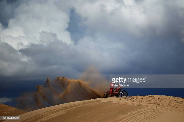 Rosa Romero Font of Spain and KTM Himoinsa attempts to free his 450 KTM bike in the Classe 21 Super Production during stage four of the 2017 Dakar...