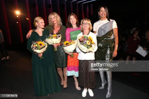 Rosalie Thomass Franziska Schlattner Bettina Mittendorfer Gisela Schneeberger and Jorge Gonzalez during the premiere of Eine ganz heiße Nummer 20 at...