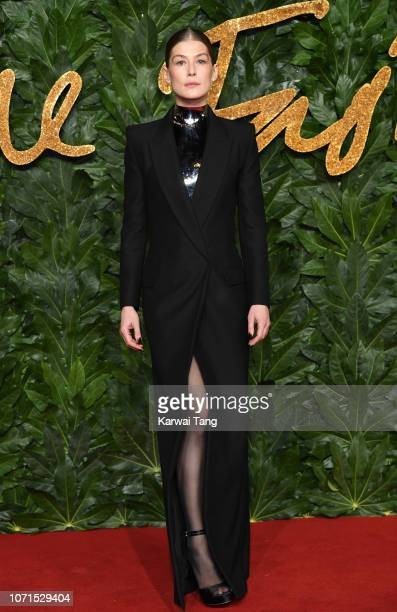 Rosamund Pike arrives at The Fashion Awards 2018 In Partnership With Swarovski at Royal Albert Hall on December 10, 2018 in London, England.