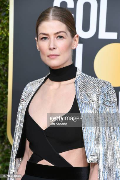 Rosamund Pike attends the 76th Annual Golden Globe Awards at The Beverly Hilton Hotel on January 6, 2019 in Beverly Hills, California.