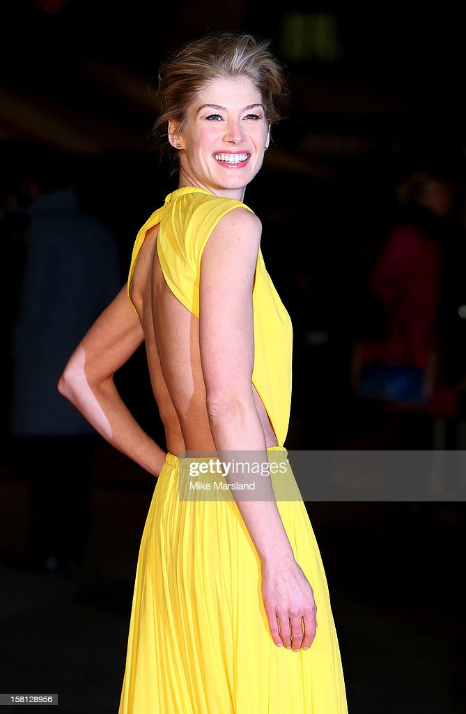 Rosamund Pike attends the World Premiere of 'Jack Reacher' at Odeon Leicester Square on December 10, 2012 in London, England.