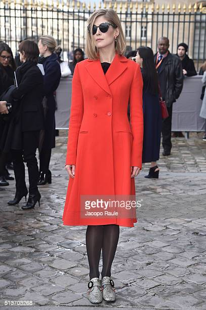 Rosamund Pike is seen arriving at Dior fashion show during Paris Fashion Week Womenswear Fall Winter 2016/2017 on March 4 2016 in Paris France