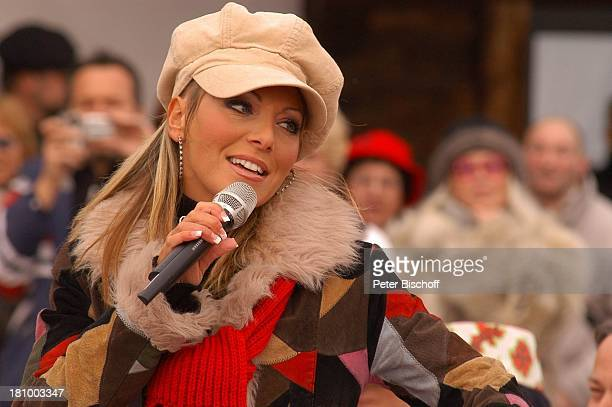 Rosanna Rocci ZDFShow Hüttenzauber Seefeld/Tirol/Alpen/ sterreich Auftritt Bühne Mikrofon singen Mütze Ohrring Schal Sängerin Schlager Publikum...