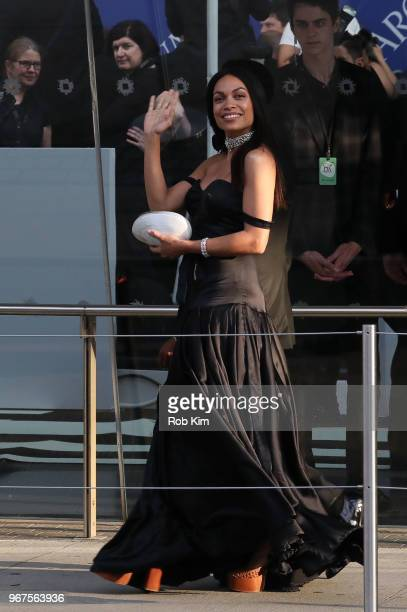 Rosario Dawson arrives for the 2018 CFDA Fashion Awards at Brooklyn Museum on June 4, 2018 in New York City.