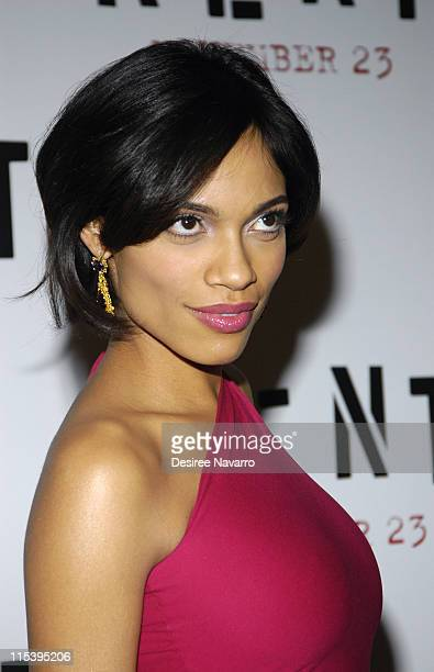 Rosario Dawson during ''Rent'' New York City Premiere - Arrivals at Ziegfeld Theater in New York City, New York, United States.