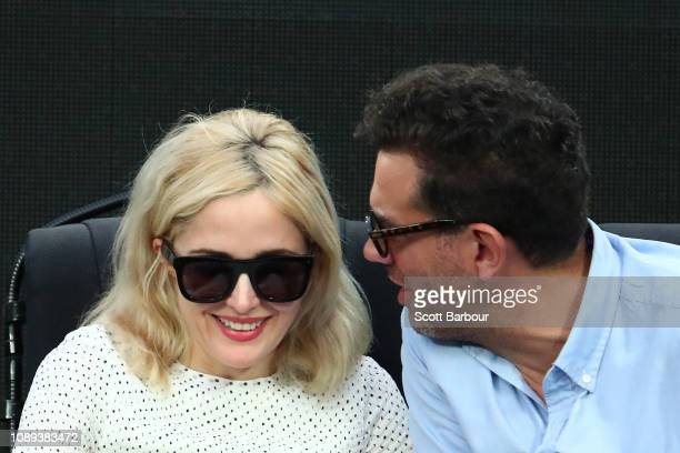 Rose Byrne and Bobby Cannavale watch the Women's Singles Final match between Petra Kvitova of the Czech Republic and Naomi Osaka of Japan during day...