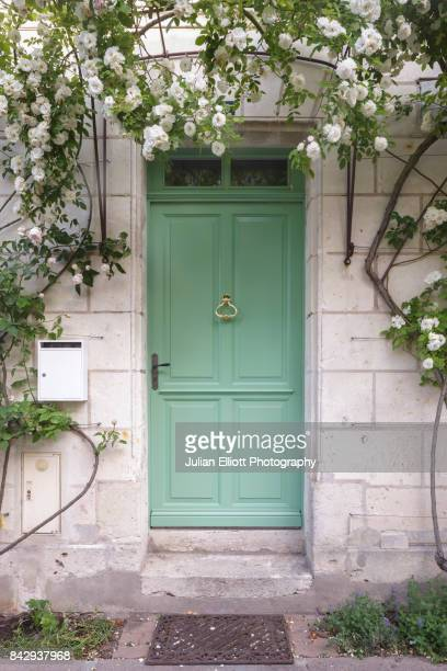 a rose covered doorway in chedigny, france. - chedigny photos et images de collection