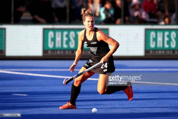 Rose Keddell of New Zealand looks to pass during the Women's FIH Field Hockey Pro League match between New Zealand and Great Britain at on Nga Puna...