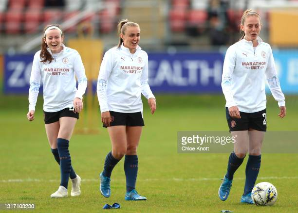 Rose Lavelle, Georgia Stanway and Keira Walsh of Manchester City warm up ahead of the Barclays FA Women's Super League match between West Ham United...
