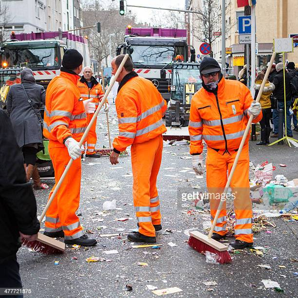 rose monday carnival parade mainz 2014 - street sweeper stock pictures, royalty-free photos & images