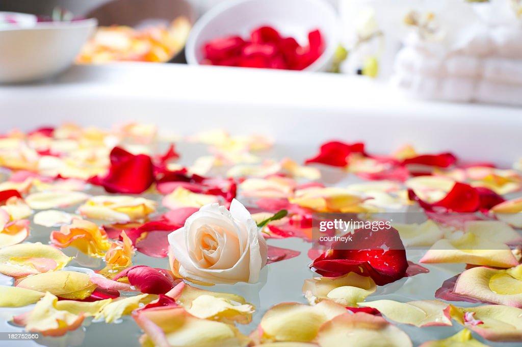 バラの花びらのスパ : ストックフォト