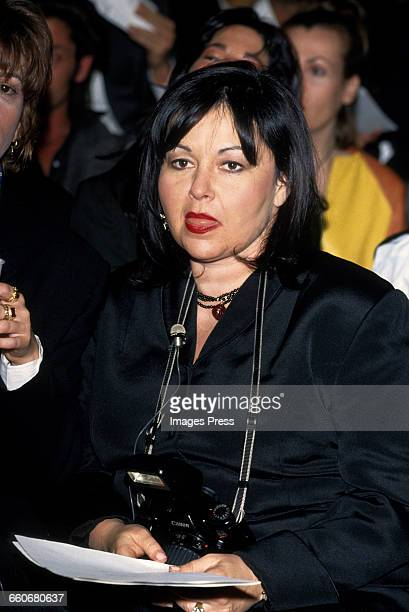 Roseanne Barr attends the Fall 1993 Isaac Mizrahi fashion show circa 1993 in New York City