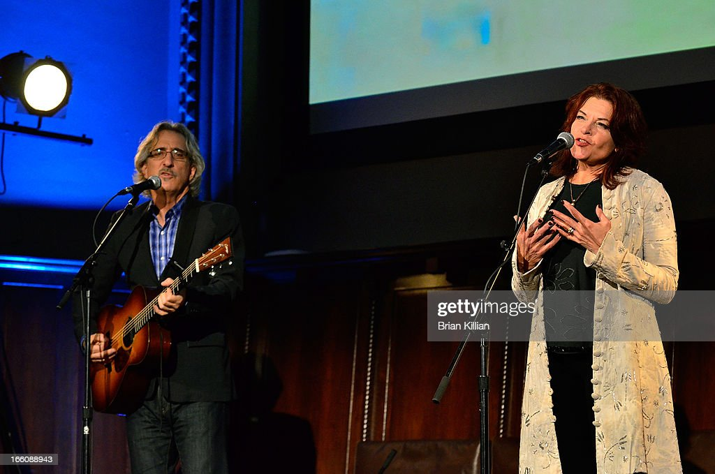 South Street Seaport Museum Fundraising Gala Concert With Roseanne Cash : News Photo