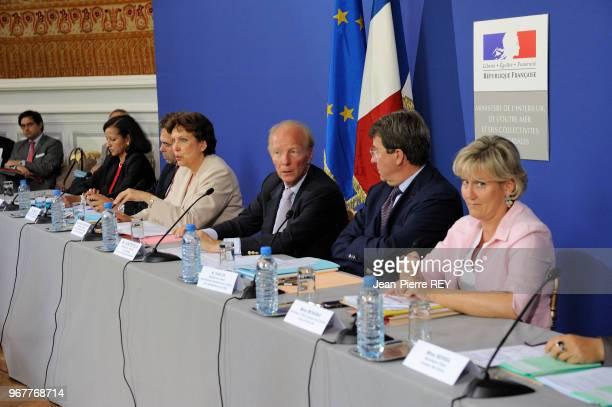 Roselyne Bachelot et Brice Hortefeux au ministère de l'intérieur le 27 aout 2009 à Paris France