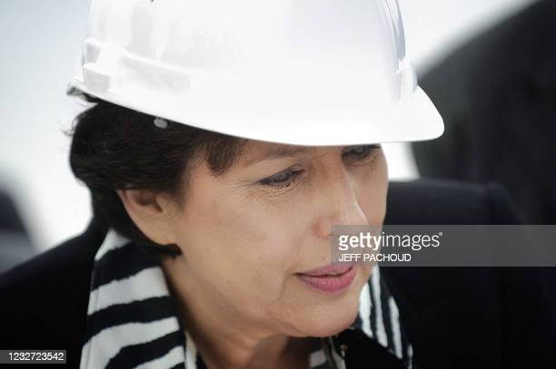Roselyne Bachelot-Narquin, ministre de la Santé, de la Jeunesse et des Sports, visite le chantier d'un CHU, le 5 octobre 2009 à Dijon. Roselyne...