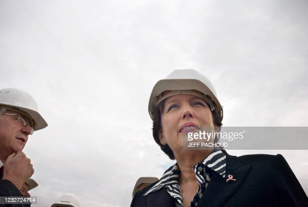 Roselyne Bachelot-Narquin , ministre de la Santé, de la Jeunesse et des Sports, visite le chantier d'un CHU, le 5 octobre 2009 à Dijon. Roselyne...