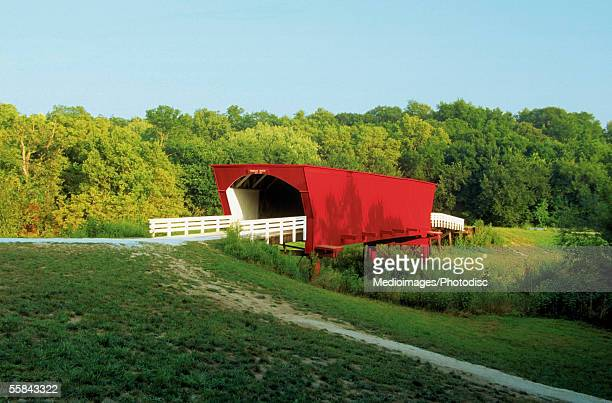 roseman covered bridge, madison county, iowa, usa - covered bridge stock pictures, royalty-free photos & images