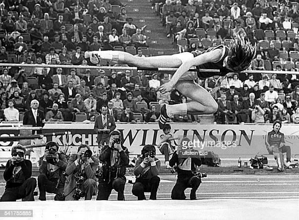 Rosemarie ACKERMANN*Sportlerin Leichtathletik DDRLeichtathletikHallenEM in München Ackermann überspringt im StraddleStil die Höhe von 192 m und...