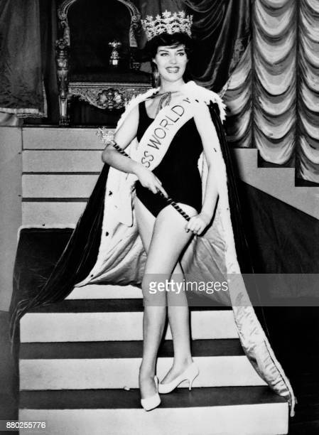 Rosemarie Frankland from England reacts after being crowned Miss World 1961 on November 10 1961 at the Lyceum Theatre in London / AFP PHOTO / CENTRAL...