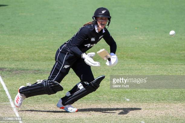 Rosemary Mair of New Zealand in action during game one in the women's One Day International Series between Australia and New Zealand at Allan Border...