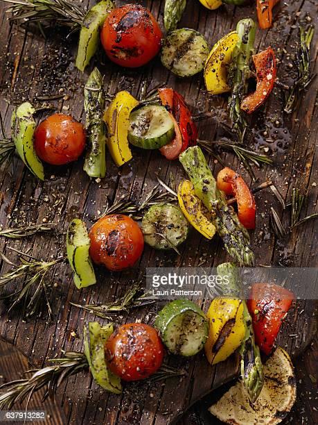 bbq, rosemary vegetable skewers - bratspieß stock-fotos und bilder
