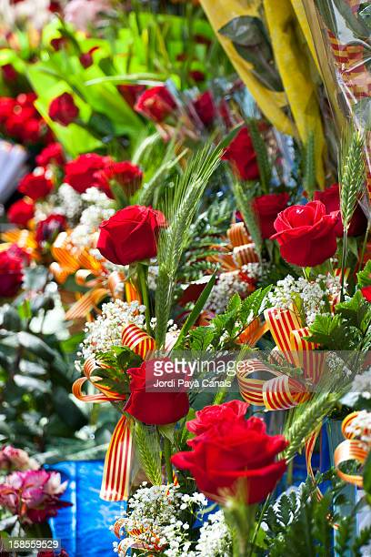 roses being sold in barcelona on st. george's day - roses catalonia stock pictures, royalty-free photos & images