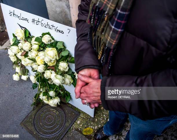 Roses blanches en témoignage de soutien des habitants lors de la marche blanche en hommage à AnneLaure Moreno victime d'un chauffard le 3 décembre...