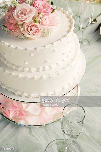 Roses on a wedding cake