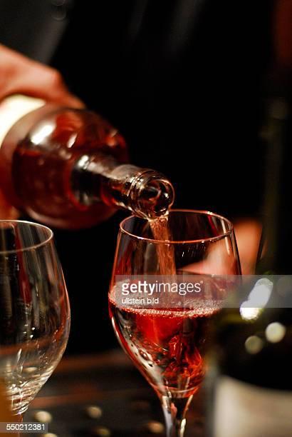 Rosewein wird in einer Berliner Kneipe eingeschenkt