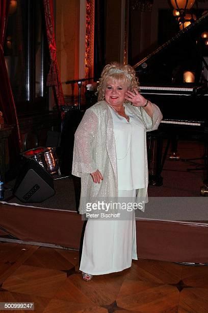 Rosi Jacob Gala 23 Sportpresseball Frankfurt Alte Oper Foyer Promi Promis Prominenter Prominente PNr 1348/2004 NB Foto PBischoff/ E Veröffentlichung...