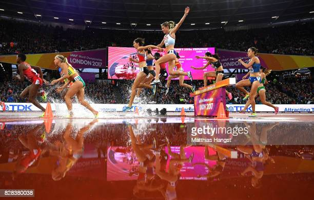 Rosie Clarke of Great Britain and others compete in the Women's 3000 metres Steeplechase heats during day six of the 16th IAAF World Athletics...