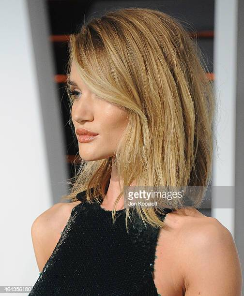 Rosie HuntingtonWhiteley arrives at the 2015 Vanity Fair Oscar Party Hosted By Graydon Carter at Wallis Annenberg Center for the Performing Arts on...