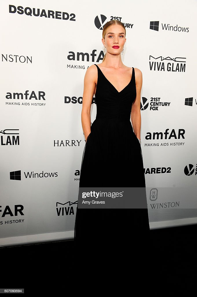 Rosie Huntington-Whiteley attends amfAR's Inspiration Gala in Los Angeles on September 9, 2015 in Hollywood, California.